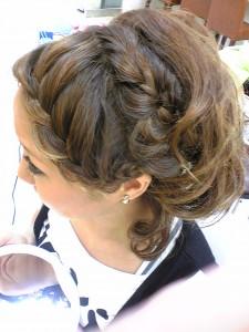 編みこみアップは卒業式の髪型にピッタリ!